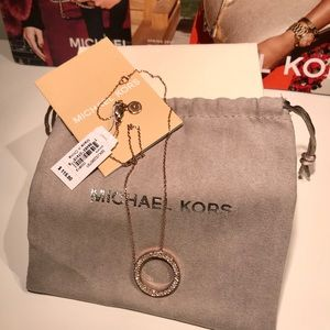🎁$115 MICHAEL KORS Rse Gold/Pave Circle Necklace